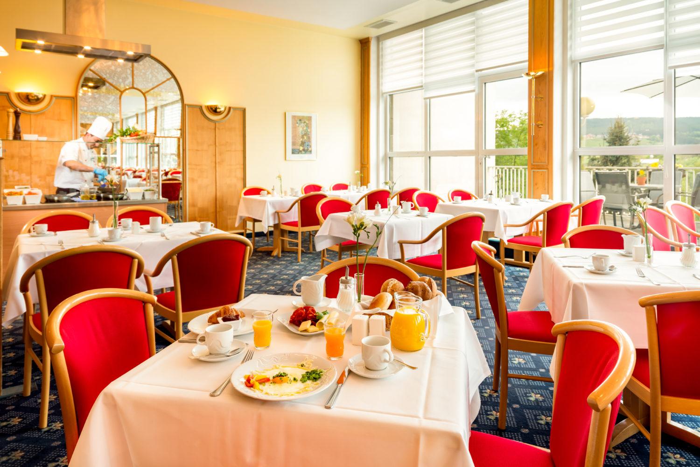 Erzgebirge Best_Western_Ahorn_Hotel_Oberwiesenthal_Restaurant_Silhouette_Fruehstueck